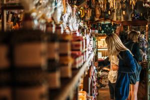 Deloitte: ok. połowa polskich konsumentów deklaruje, że czuje się bezpiecznie w sklepach