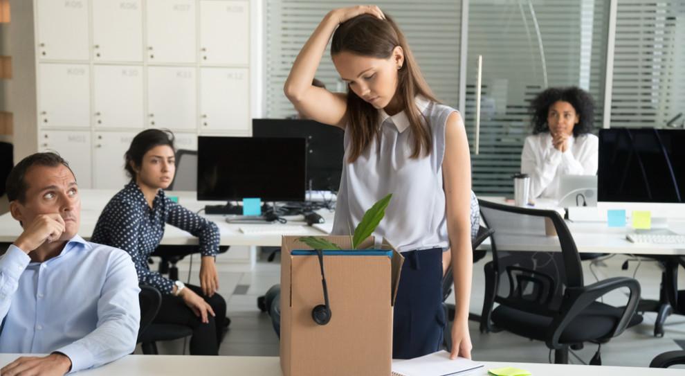 Restrukturyzacja może przybrać formę zarówno zwolnień indywidualnych i grupowych, jak i programu dobrowolnych odejść czy też konstrukcji wypowiedzeń zmieniających warunki zatrudnienia. (Fot. Shutterstock)