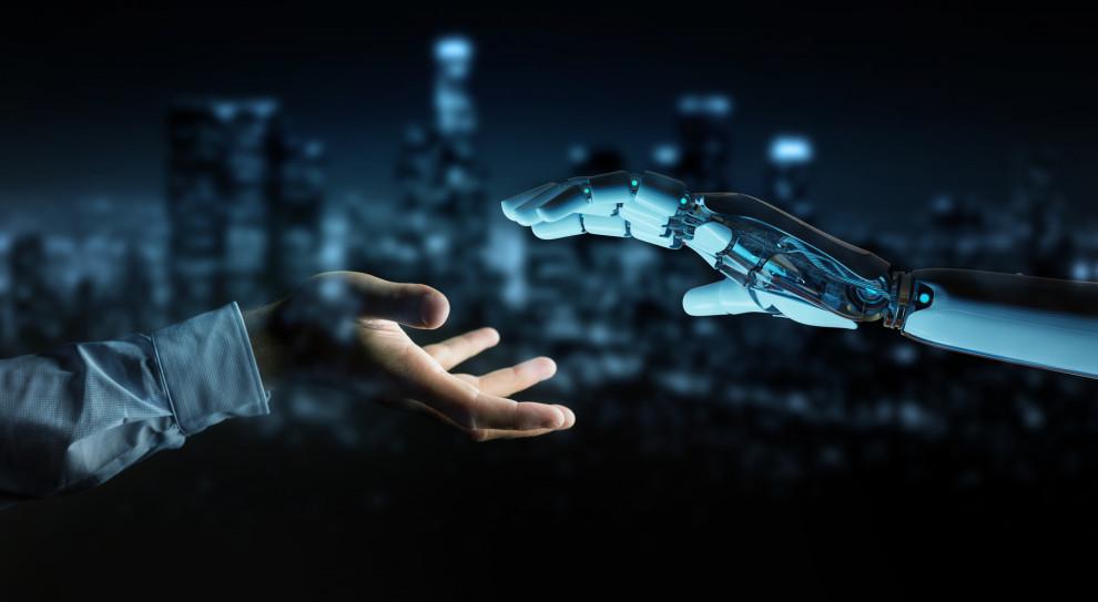 Z badań Abile wynika, że tylko 12 proc. Polaków wskazuje, że robotyzacja kojarzy im się z metalowym robotem przypominającym człowieka (Fot. Shutterstock)