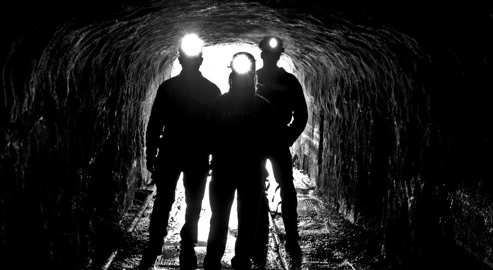 Kopalnie: Mniej górników z koronawirusem