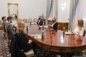 Kinga Duda z prezydenckimi doradcami szuka rozwiązań systemowych dot. życia młodych ludzi
