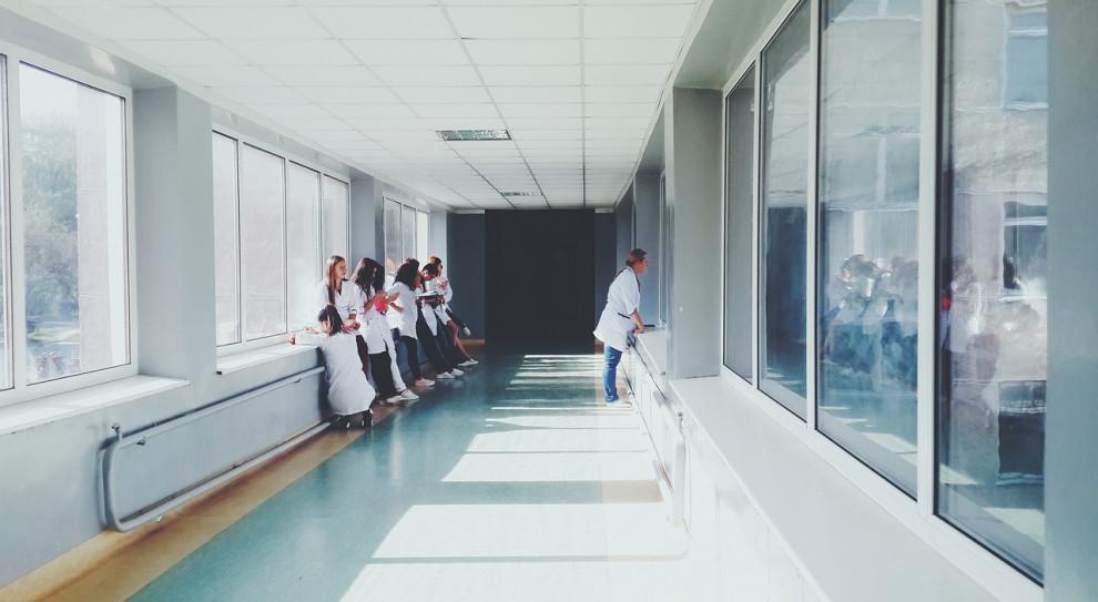 Szczecin: Za mało personelu pielęgniarskiego w szpitalu tymczasowym