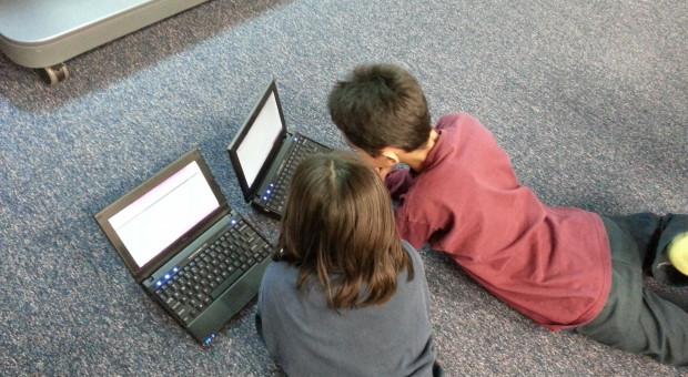 Dofinansowano zakup komputerów dla dzieci 2000 pracowników