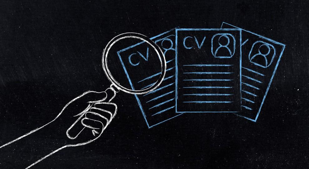 Coraz silniejsze poparcie zyskuje trend wysyłania CV bez zdjęcia. (Fot. Shutterstock)