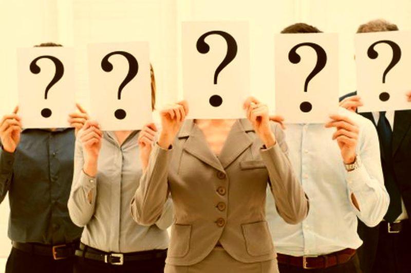 """Większość rekruterów na jednym z początkowych etapów procesów rekrutacyjnych odbywa tzw. rozmowy """"w ciemno"""" z kandydatami. (Fot. Shutterstock)"""