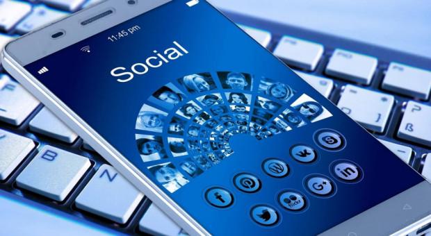 """Ci włodarze """"rządzą"""" na Facebooku i Twitterze"""