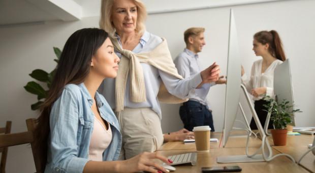 Deloitte wspiera młode kobiety. Rekrutuje do programu mentoringowego