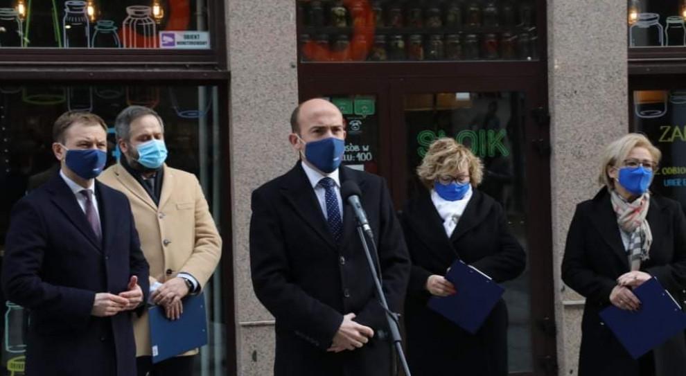 Posłowie i przedsiębiorcy: Domagamy się otwarcia firm w reżimie sanitarnym