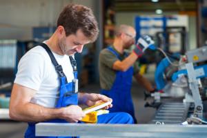 Wciąż przybywa ofert dla pracowników fizycznych. Kogo szukają firmy?