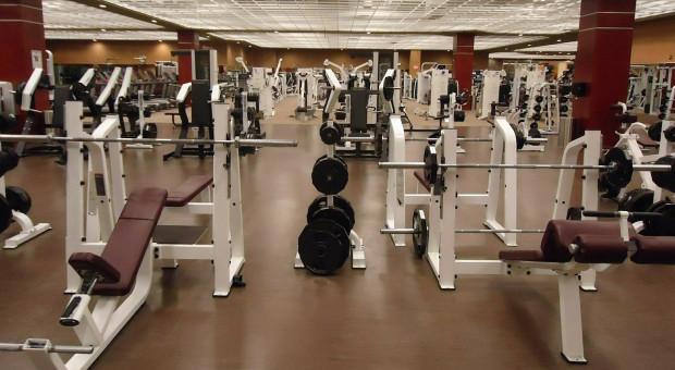 Rzecznik MZ: Nie możemy pozwolić sobie na otwarcie restauracji, siłowni i klubów fitness
