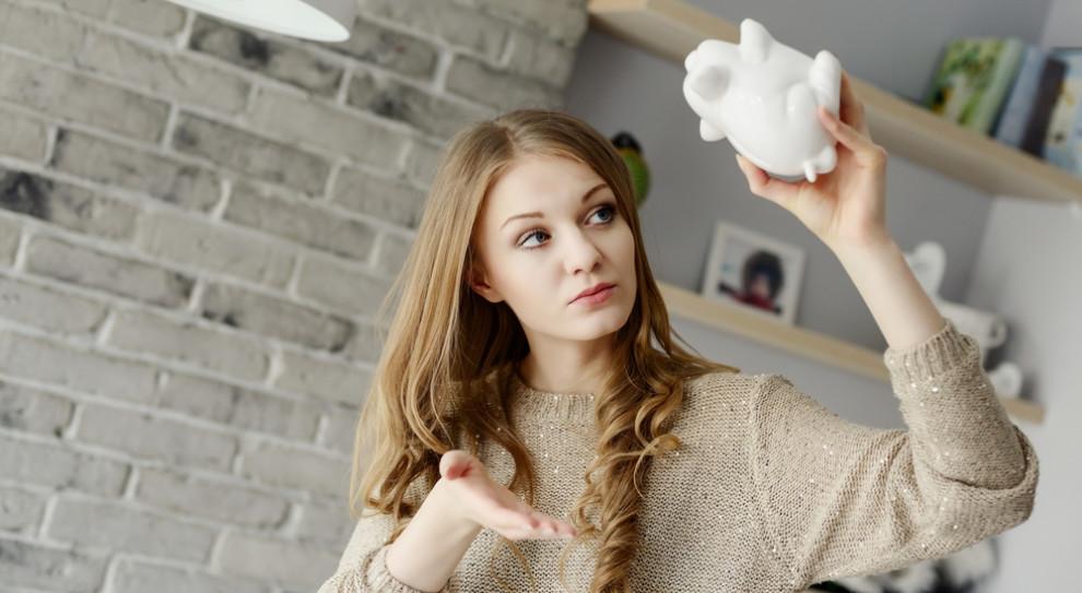 Eksperci potwierdzają, że koronawirusa najsilniej uderza w młode osoby (Fot. Shutterstock)