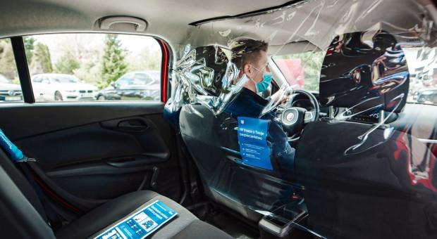 Uber wspiera seniorów. Zawiezie ich na szczepienie