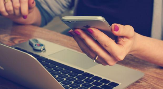 Ach, te nasze smartfony... Produktywne 8 godzin pracy to mit