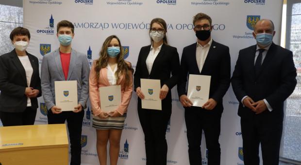 Województwo podpisało umowy ze studentami medycyny