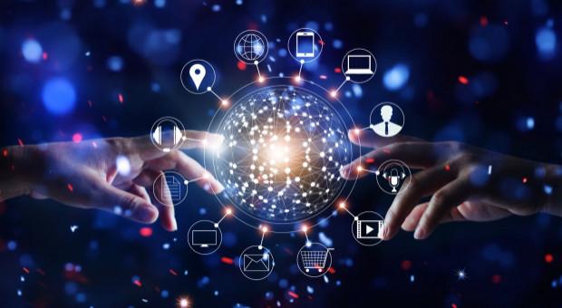 Transformacja cyfrowa trwa, a informatyków brakuje. To rozwiązanie może pomóc