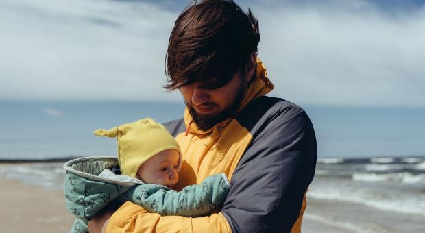 Kolejna firma wydłuża płatny urlop ojcowski