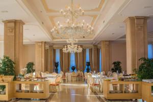 Restauracje, hotele i sprzedaż detaliczna największymi beneficjentami Tarczy 2.0