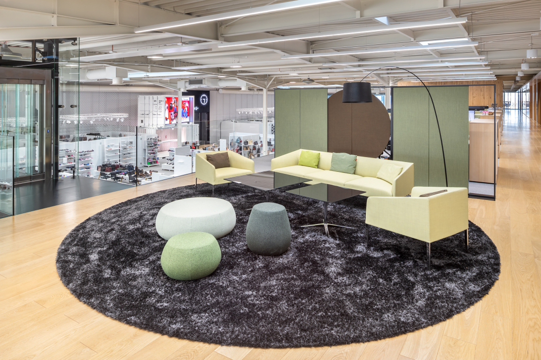 Biuro to nie tylko przestrzeń do pracy (Fot. Szymon Polański/mat. pras.)