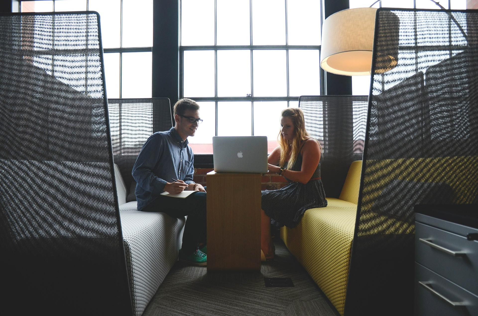 Eksperci podkreślają, że podczas rozmów o podwyżkach nie powinniśmy używać argumentów prywatnych (fot. Pixabay)