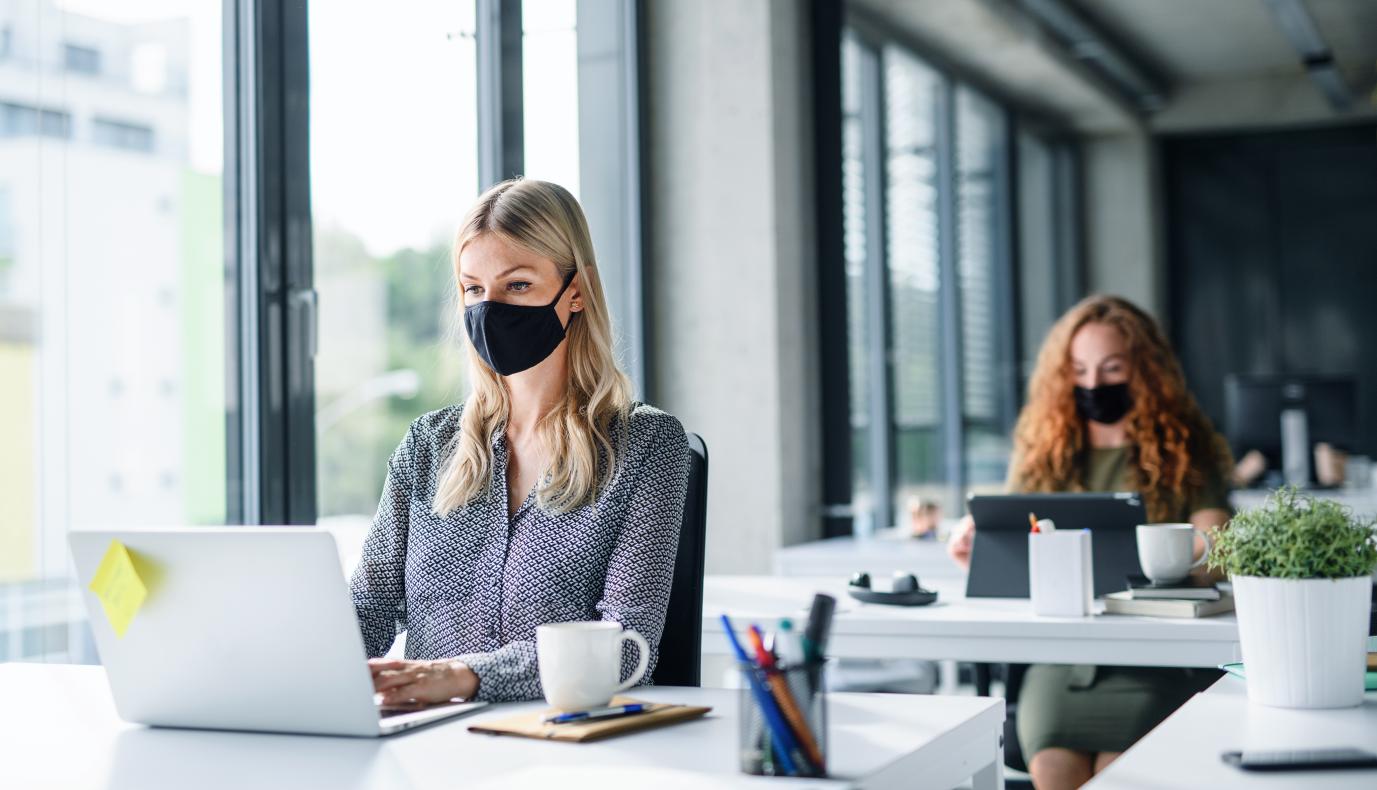 W trybie pracy rotacyjnej trudno szybko odnaleźć się w nowym środowisku, porozmawiać z osobami z różnych działów, poznać strukturę firmy i panujące tam zasady oraz wyznawane wartości (Fot. Shutterstock)