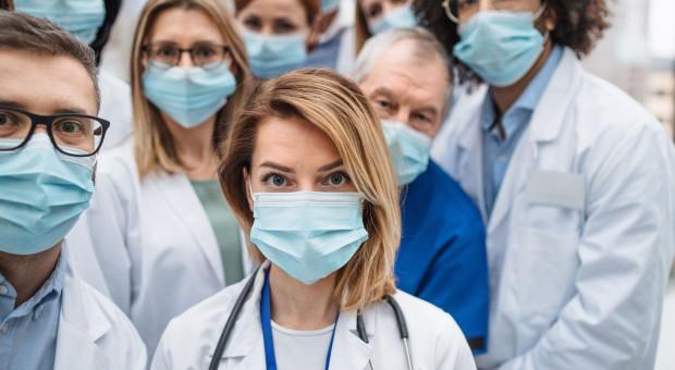 Okręgowa Izba Lekarska: Decyzja o odwołaniu egzaminów niezrozumiała i niebezpieczna