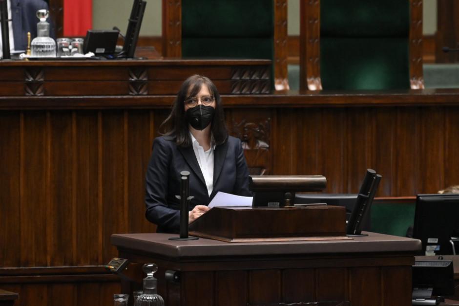 Na zdjęciu główny inspektor pracy Katarzyna Łażewska-Hrycko (fot. Twitter/Sejm)
