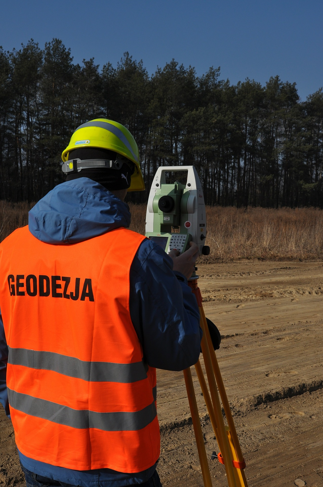 Praca geodety obarczona jest dużą odpowiedzialnością (fot. Pixabay)