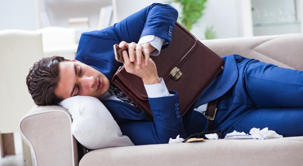 Pewna część zwolnień chorobowych w 2020 roku stanowiła również niepisaną umowę między pracodawcą a pracownikami (Fot. Shutterstock)