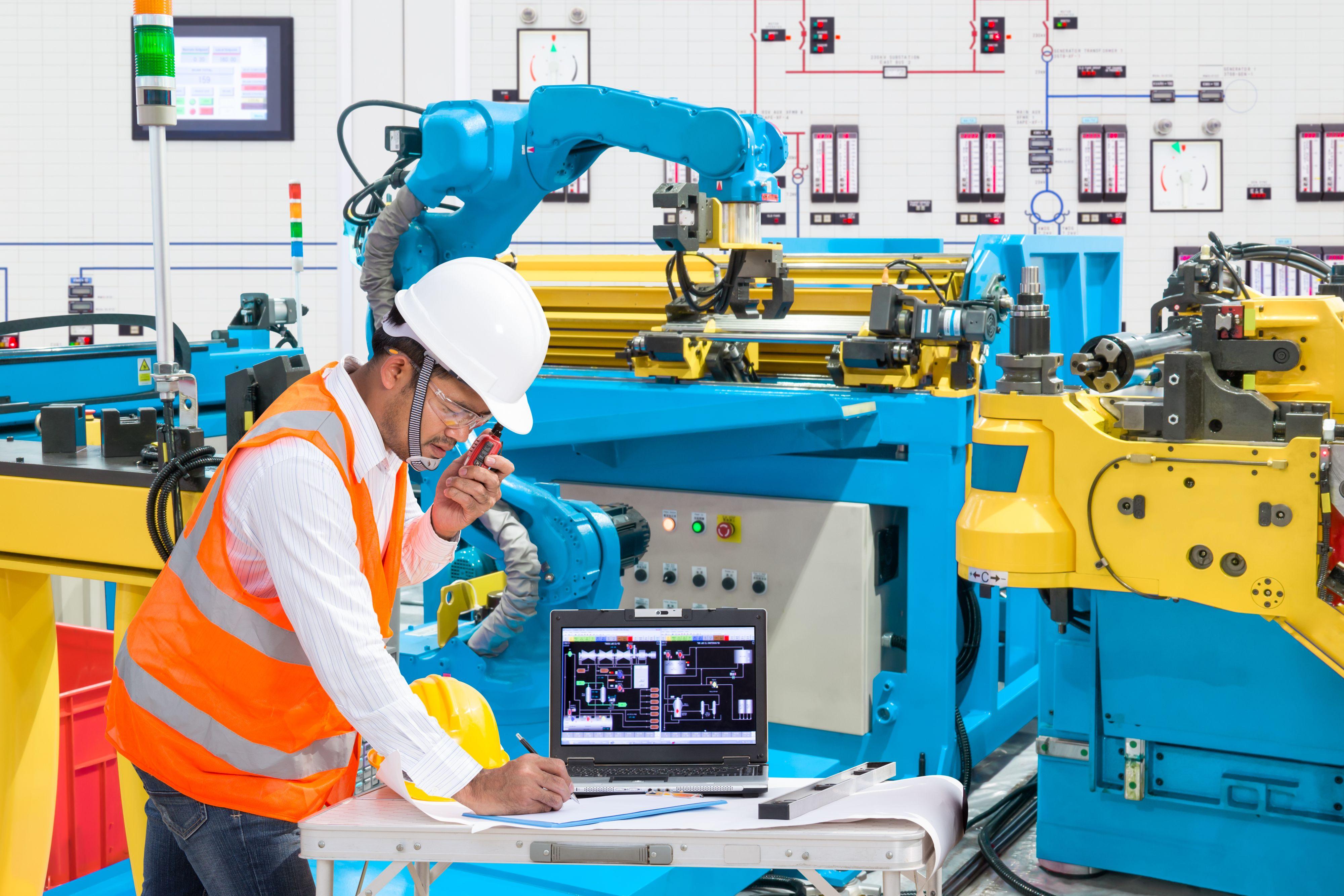 Przemysł 4.0 potrzebuje wykwalifikowanych specjalistów, menedżerów, a tych brakuje (Fot. Shutterstock)