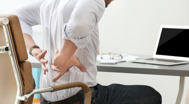Podczas pracy zdalnej u wielu osób nasiliły się bóle pleców