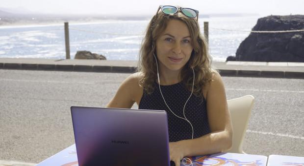 Rajska plaża zamiast biura. Spakowała walizki i została cyfrową nomadką