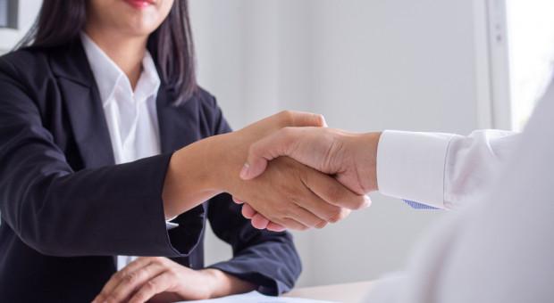 Umowa o pracę, dzieło i zlecenie – sprawa niby prosta, a problemy jednak są