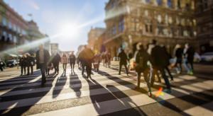 Polacy coraz zamożniejsi, jednak wciąż w tyle Europy