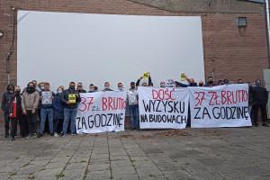 Operatorzy żurawi protestują, przestrzegając przepisów BHP