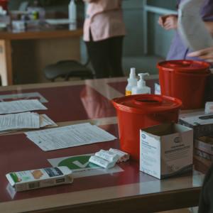 Związki alarmują. Uczelnia zmusza pracowników do szczepień