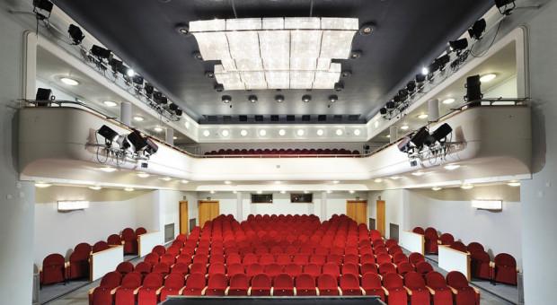 W pandemii długi kin i teatrów wyższe o kilkadziesiąt procent