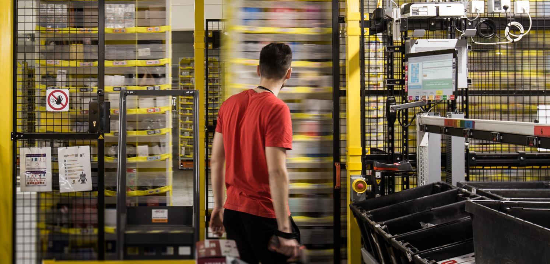 Regały wysokiego składowania produktów (fot. Amazon)