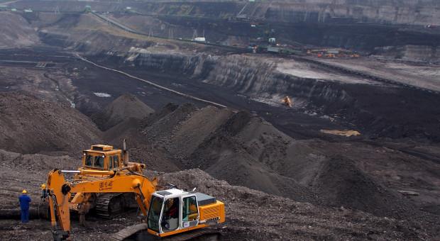 """Pracownicy kopalni blokują ruch na transgranicznej trasie. """"Ręce precz od Turowa"""""""