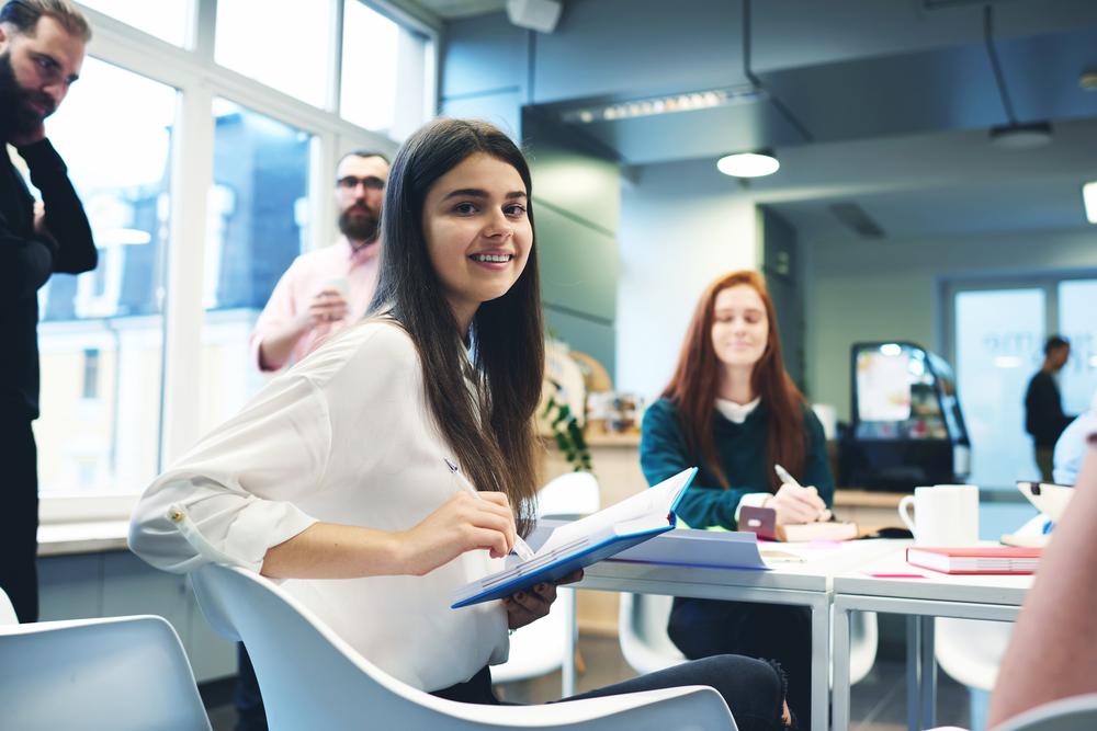 56 proc. młodych wybrałoby tradycyjny model pracy (Fot. Shutterstock)