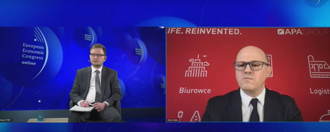 Od lewej: Paweł Szygulski, dziennikarz WNP.PL prowadzący panel oraz Artur Pollak, prezes APA Group. Źródło: PTWP