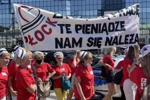 """Pielęgniarki i położne protestowały w Warszawie. """"Te pieniądze nam się należą"""""""