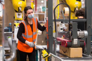Amazon podnosi pensje w Polsce