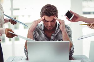 Stres w pracy. Cierpi głowa i serce. Traci pracodawca, i to sporo