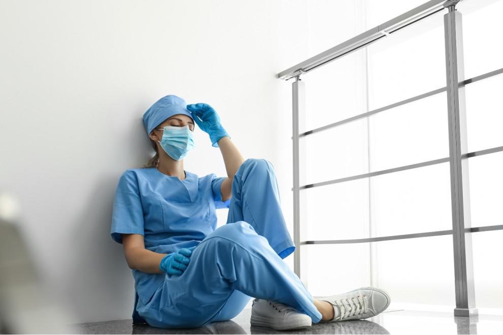 """Pracoholizm lekarzy zaczyna się na studiach. """"Z tym trzeba coś zrobić"""""""