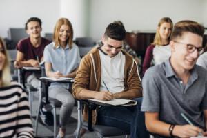 Blisko co piąty młody Europejczyk jednocześnie pracuje i się uczy