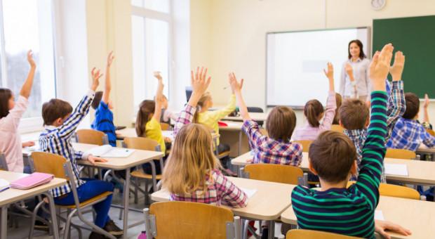 ZNP odrzuca propozycje wynagrodzeń nauczycieli i czasu pracy
