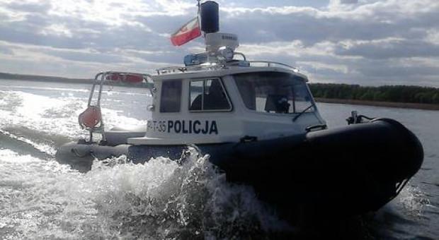 Policjanci szkolą się z ratownictwa wodnego