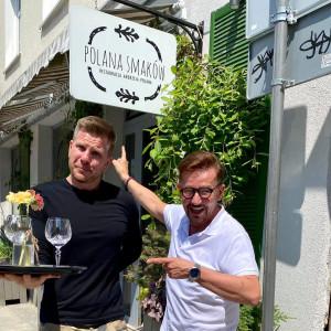 Filip Chajzer zatrudnił się jako kelner