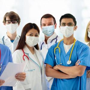 Eksperci szczerze o zarobkach lekarzy, pielęgniarek i diagnostów