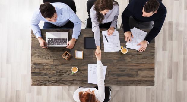 Ubyło firm planujących rekrutacje pracowników